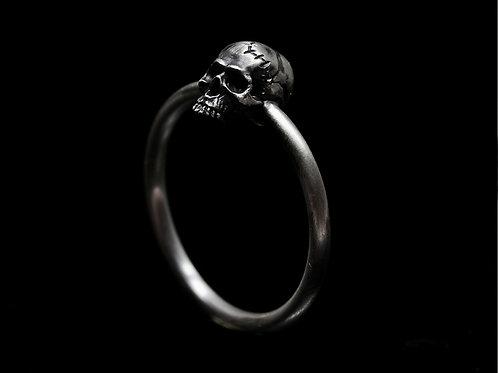 Mini Crack Skull Ring