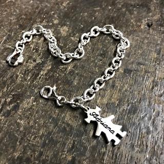 Bracciale con catena media, una bimba cm.2 pendente.