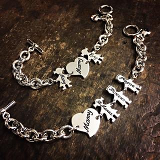 Bracciali con catena grossa, chiusura t-bar, soggetti cm.2 e cuori.