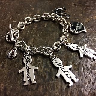 Bracciale con catena grossa, t-bar, soggetti pendenti cm.3