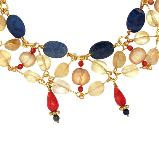 collar_necklace_blue_red_close_up.jpg
