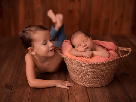 Sesiones Newborn con hermanitos en Madrid · Fotógrafo especializado en Bebés