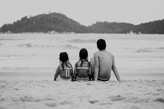 Ensaio lifestyle família na praia