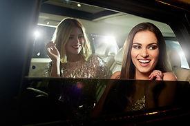 Mädchen in der Limousine