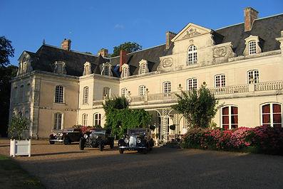 chateau-des-briottieres-et-voitures-de-c