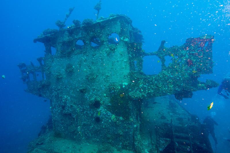 Wreck dive outside Honolulu on Oahu