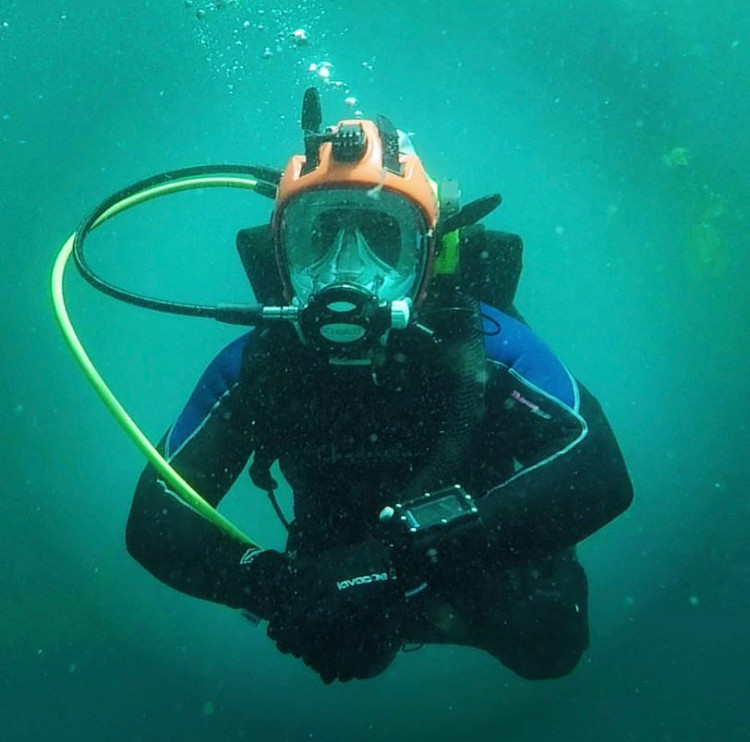 Trey Lee diving full face mask (FFM) at Blue Hole, New Mexico