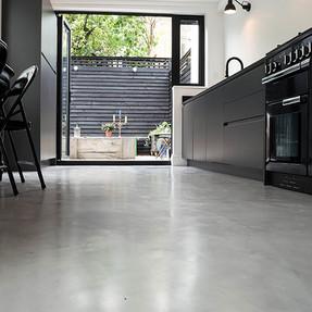 pavimento-in-resina-effetto-cemento-4896