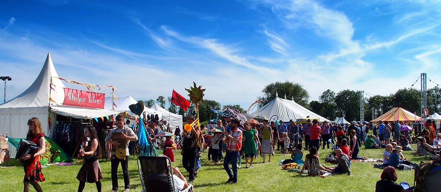 Sunday parade in glorious sunshine at Gate to Southwell Festival 2018