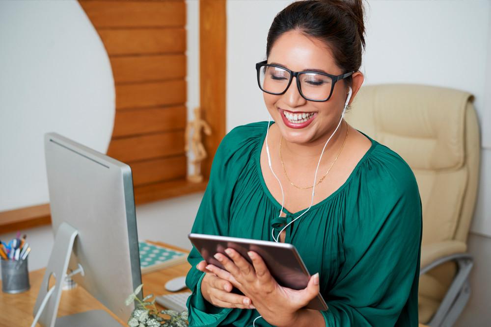 Woman having an online coaching conversation
