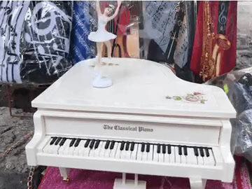 Caja Musical de Piano con Bailarina