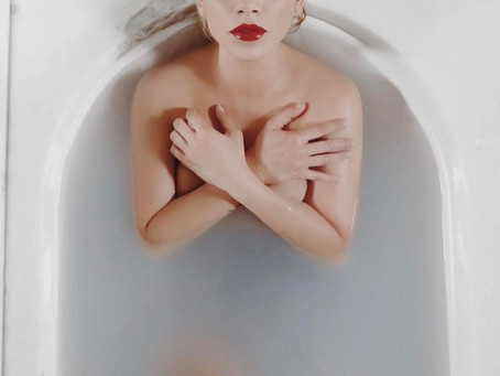 La video censurata di Emma : Resta ancora un po