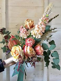 peach and cream wedding flowers