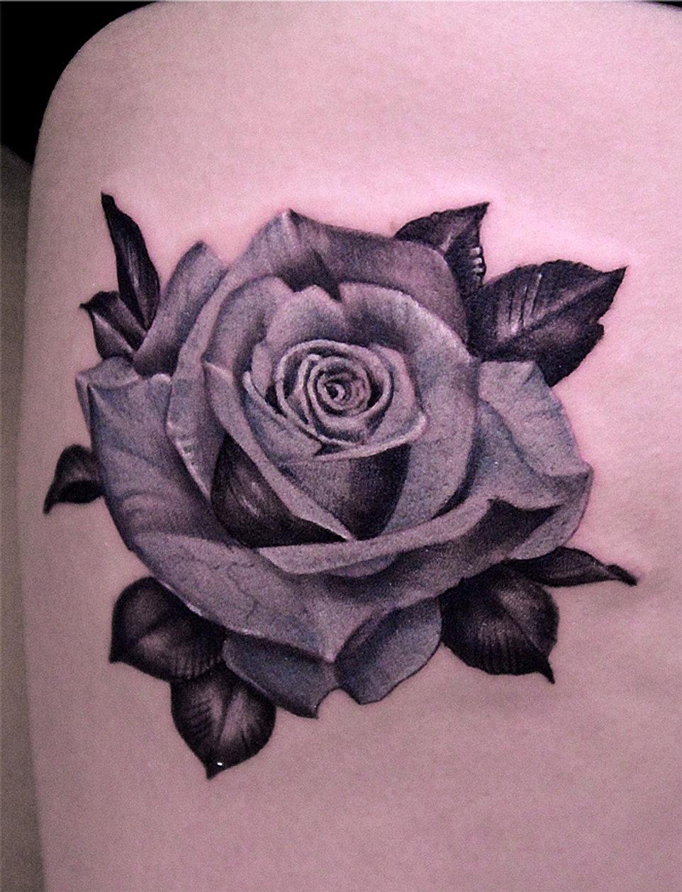 Image de rose noir et blanc tatouages tribal tatouage - Tatouage blanc sur peau noir ...