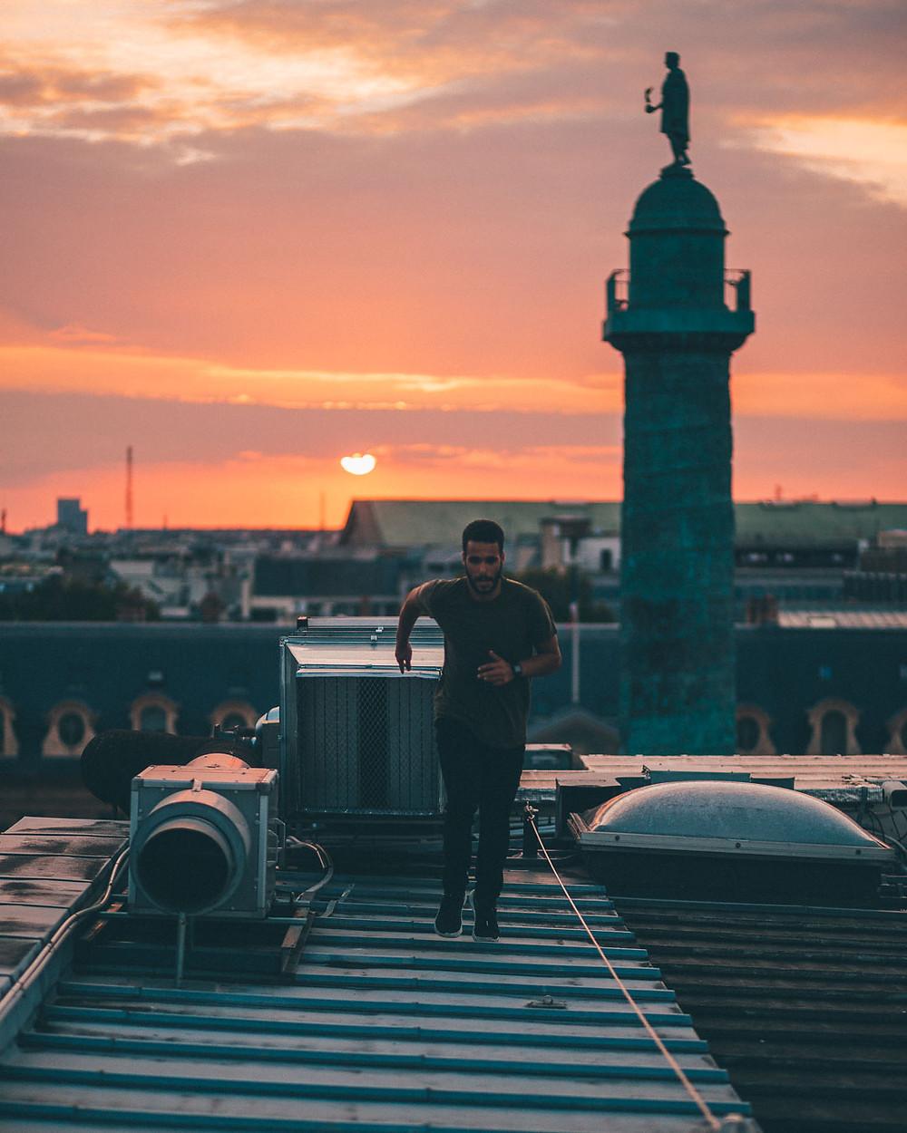 Coucher de soleil sur les toits