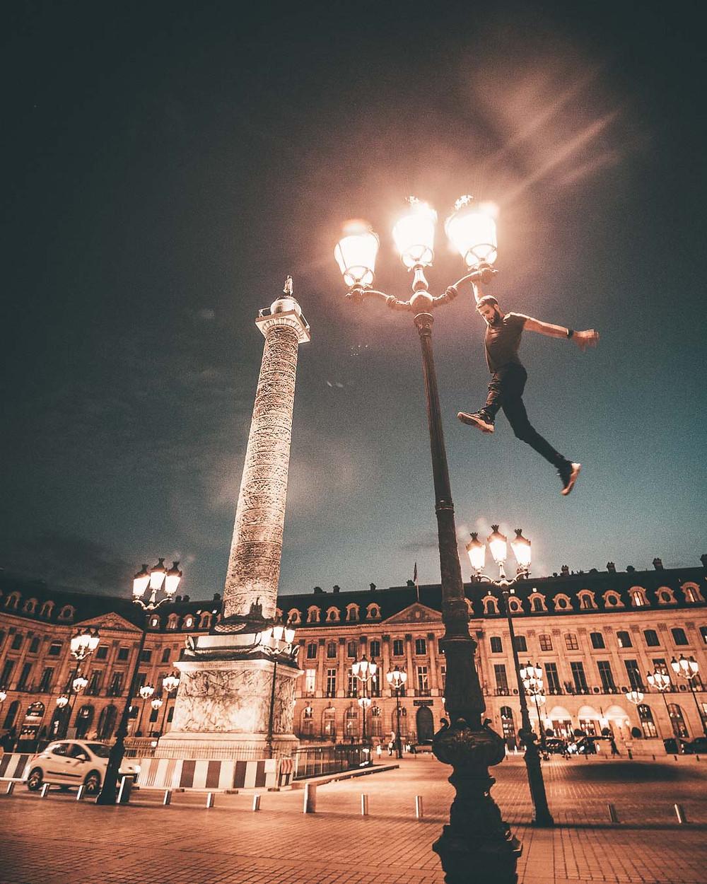 Parkour sur la place Vendôme