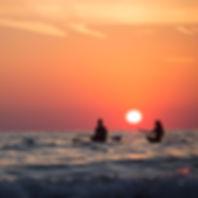 Voyage kayak paddleboard coucher de soleil mer