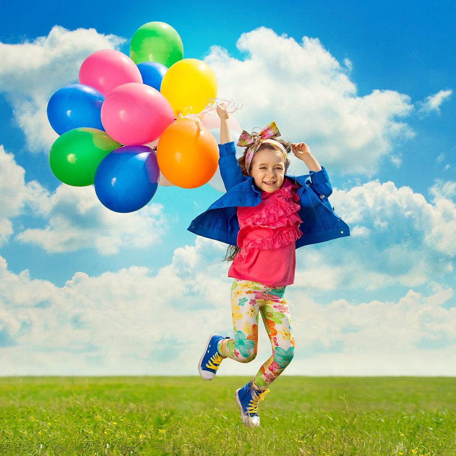 Maedchen-mit-Luftballon-mit-Lizenzt_2842