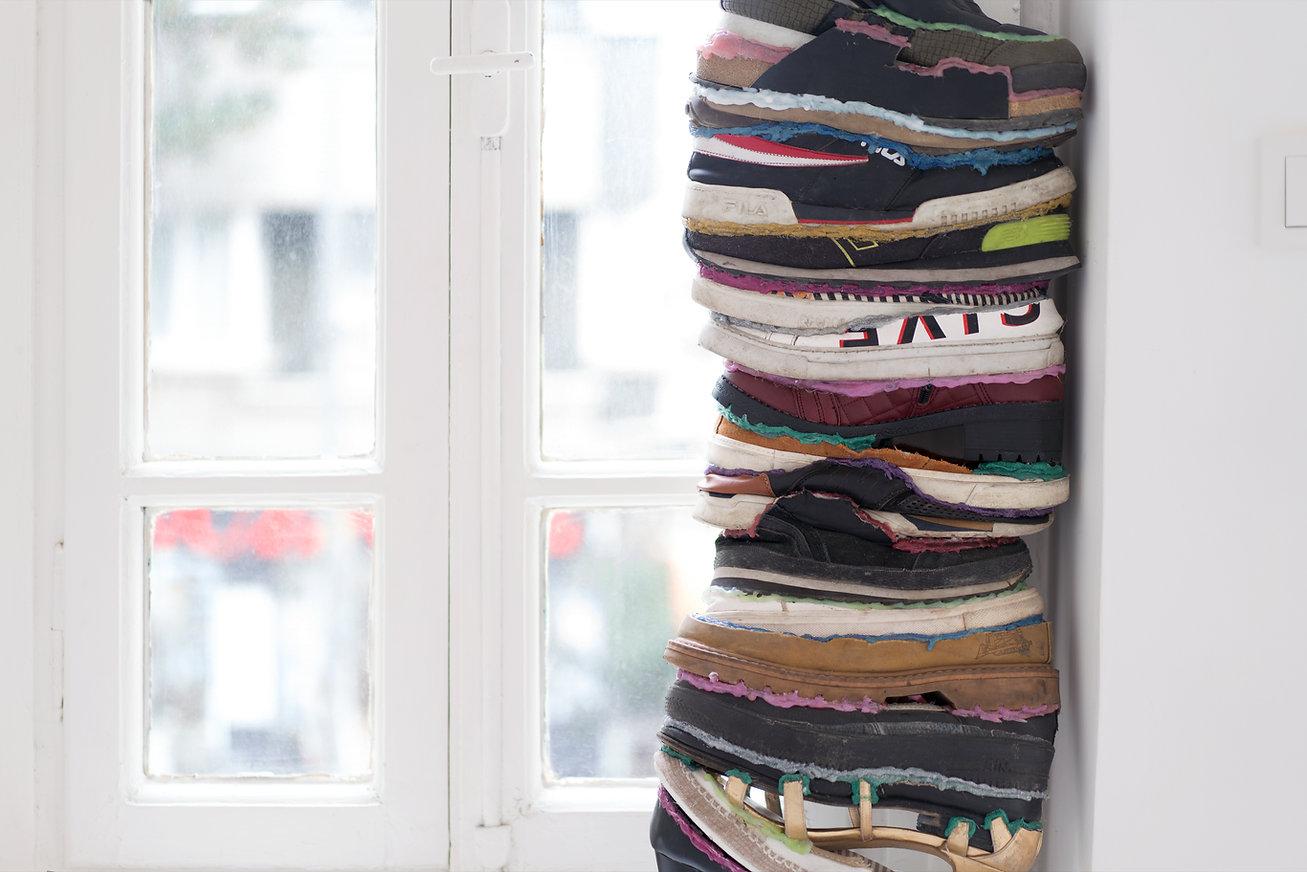 ayakkabı_pencerede.jpg