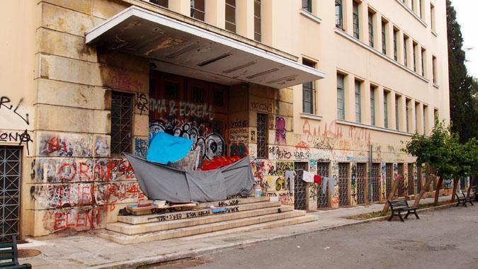 그라피티로 덮혀가는 아테네