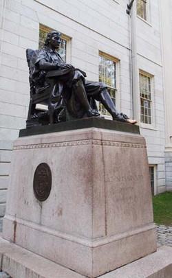 행운의 조각상, 하버드 대학