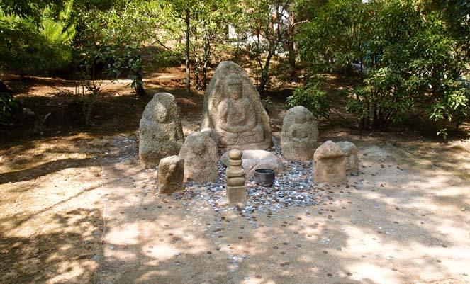 교토 금각사(킨카쿠지) 정원의 부처