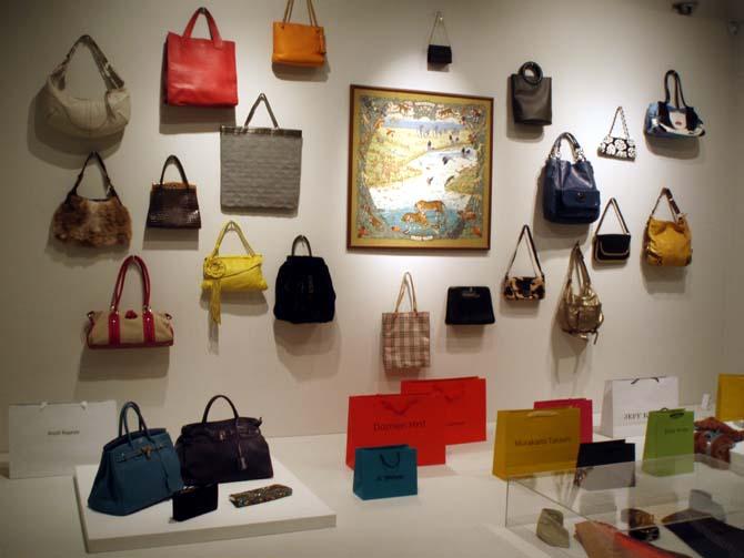 현대미술 전시-여행과 쇼핑