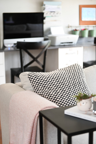 Throw pillow and c-table