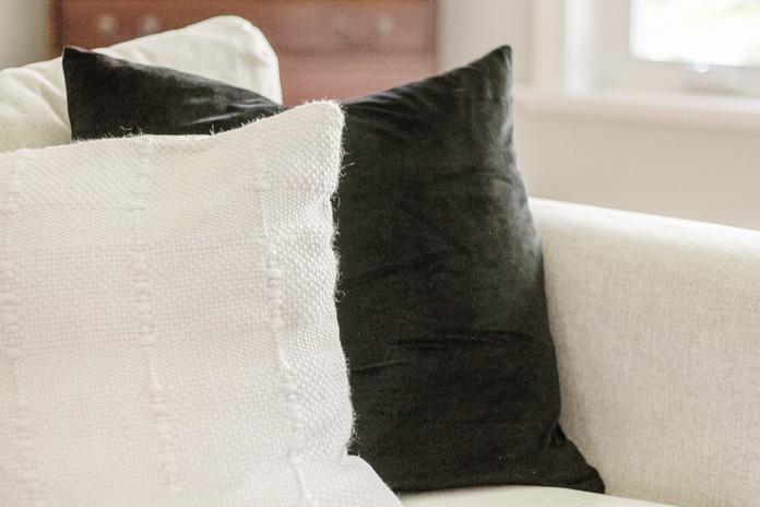 black and white throw pillows.jpg