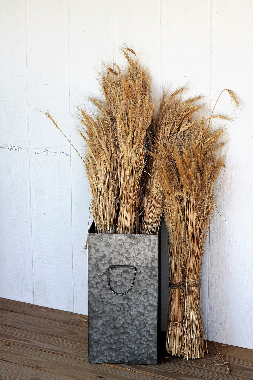 galvanized container holding stalks of wheat, classic farmhouse!