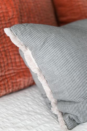 King size bed throw pillows