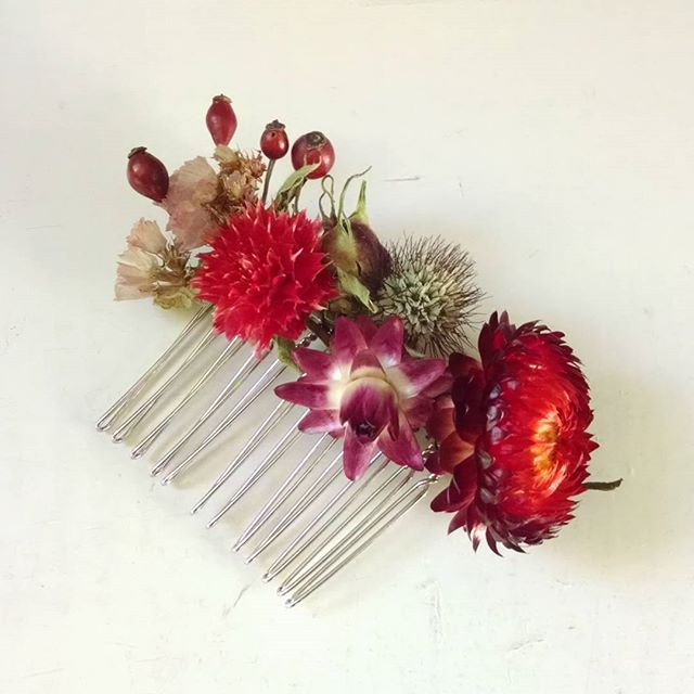 Dried floral comb