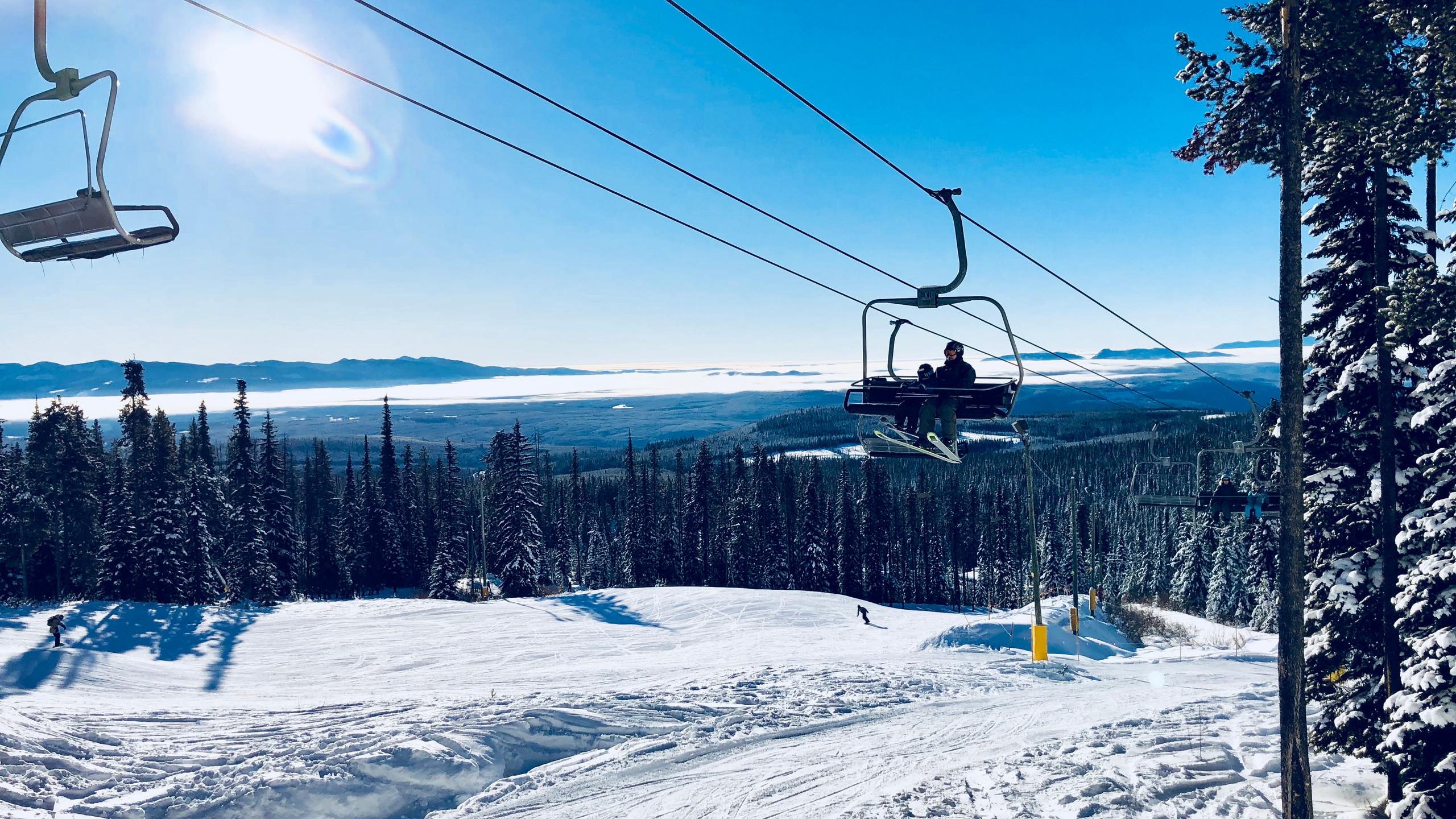 Big White Ridge lift view side
