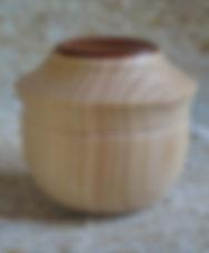 Boîte tournée en cyprès et poirierH 7cm