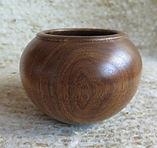 Vase tourné en noyero 11cm48frs.JPG