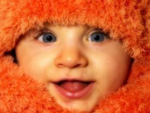 Brincar com o bebé estimulando os seus sentidos