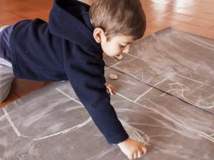 As crianças que se sujam a brincar são mais felizes