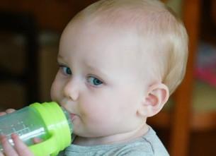 Água essencial para a saúde do bebé e da criança