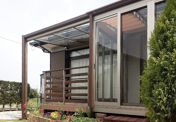 ガーデンルーム、ハピーナのテラス連結と樹脂デッキの空間に大変身