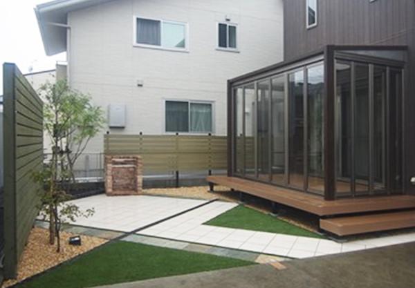 ガーデンルームは三協アルミ ハピーナのデッキ仕様です。