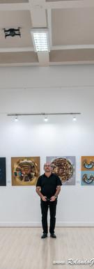 El Artista y una de sus herraminetas