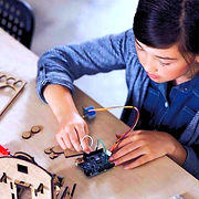 girl_student_maker_project_Arduino_101-9