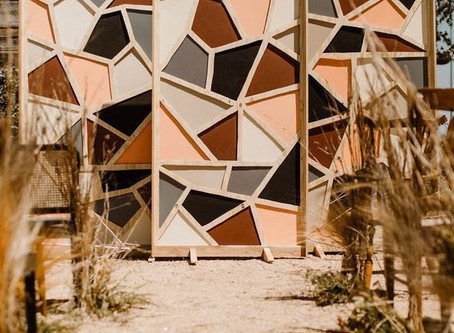 2020 Hot Wedding Trend: Abstract Backdrops