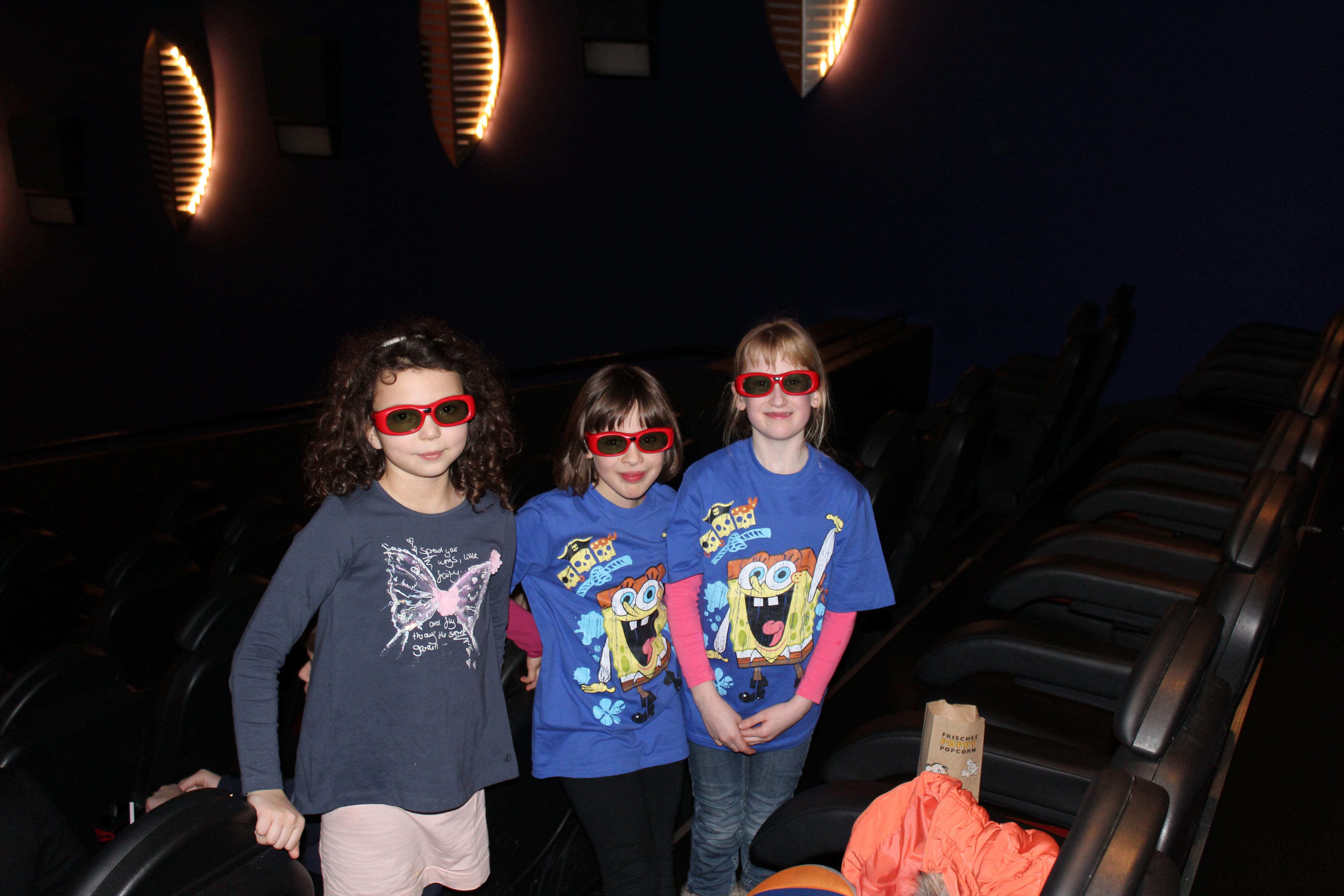 Die Drei mit Brille