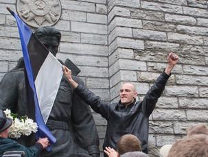 Как в Европе уничтожают памятники советским солдатам