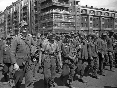 «Провести по городу, а затем отмыть улицы»: парад немецких пленных в Москве