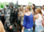 carrapicho familiares enfrentano policia