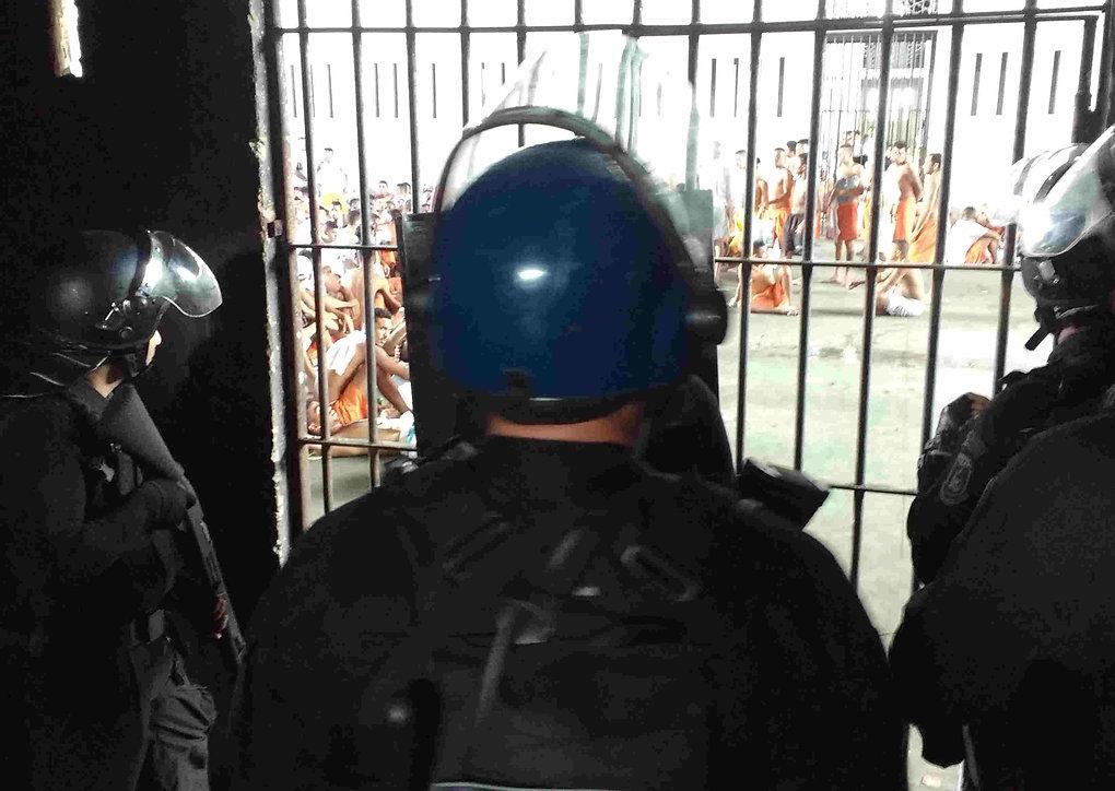 Maio_2016_atendimento_famílias_na_rebeli