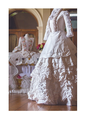 40 - Title: Lady of the house dress - Maison de Papier collection