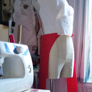 The parts of the frockcoat (French habit) were pinned onto the mannequin during the process of shaping them correctly.